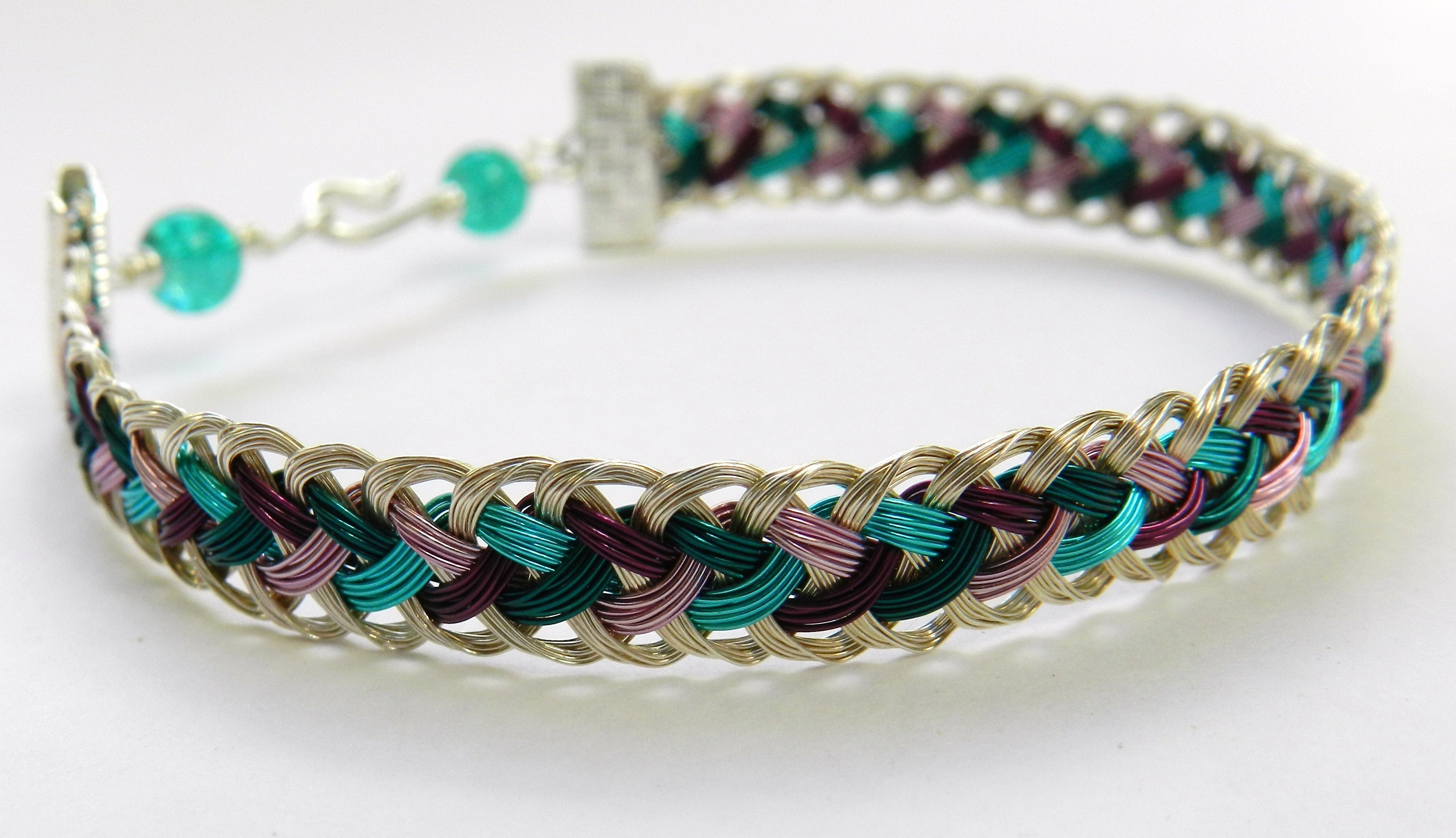 Instructions For A Kumihimo Half Round Bracelet Made Of Wire
